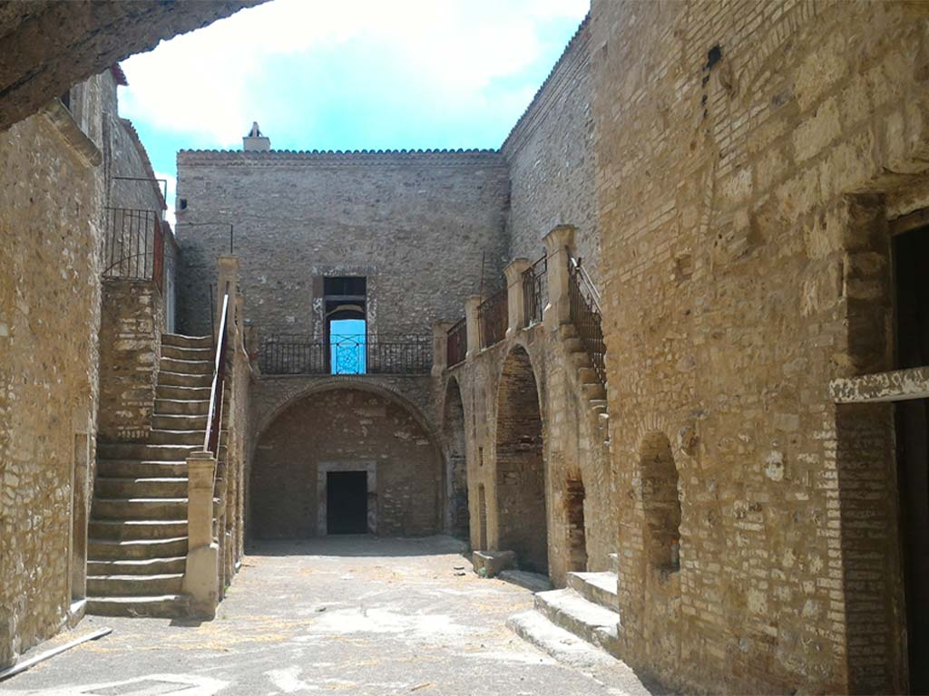 Castello-longobardo-Sichinulfo-Grottole-5-lucana-film-commission-promozione-industria-cinema-audio-visivo-fiction-serie-tv-spot-documentari-basilicata