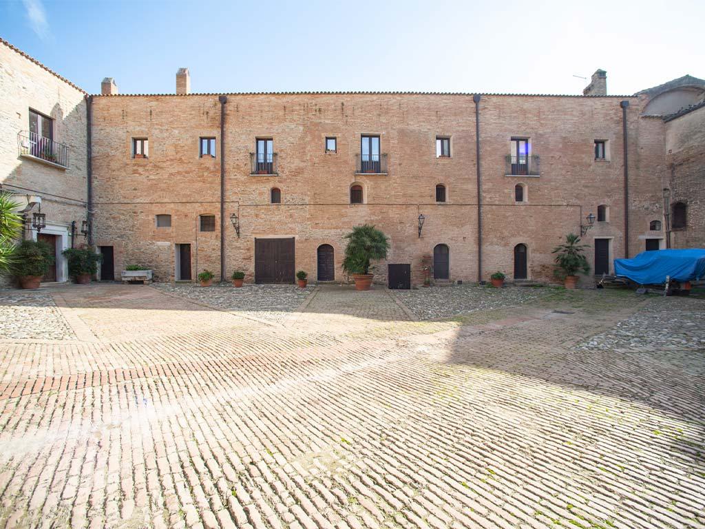castello-san-basilio-pisticci-2-lucana-film-commission-promozione-industria-cinema-audio-visivo-fiction-serie-tv-spot-documentari-basilicata