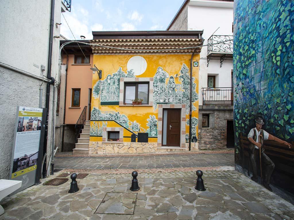 piazza-abbamonte-satriano-di-lucania-3-lucana-film-commission-promozione-industria-cinema-audio-visivo-fiction-serie-tv-spot-documentari-basilicata